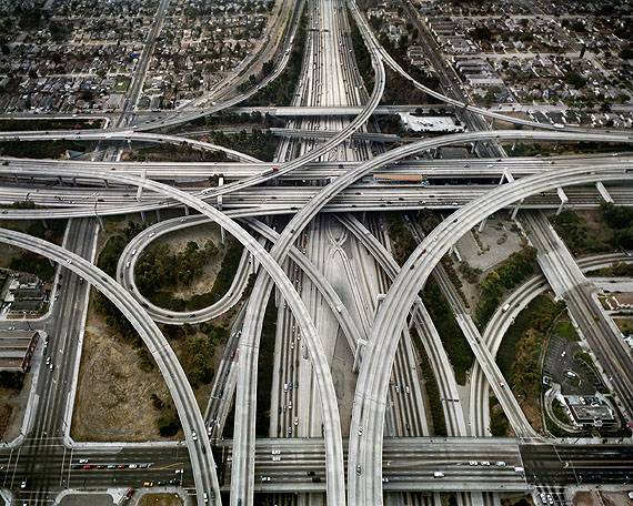 Highway #1 . Intersection 105 & 110 . Los Angeles, California USA . 2003© Edward Burtynsky . Courtesy Nicholas Metivier, Toronto . Stefan Röpke, Köln