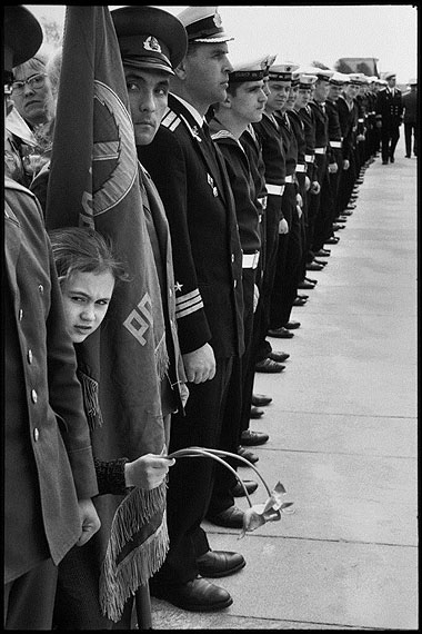 SOVIET UNION. Leningrad. Commemorating the victory over the Nazis. 9 May 1973.© Henri Cartier-Bresson/Magnum Photos