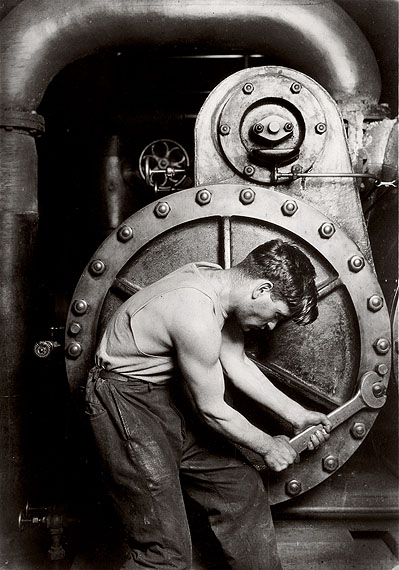 Lewis Hine, Mechanic at steam pump in electric power house, 1920, © George Eastman House