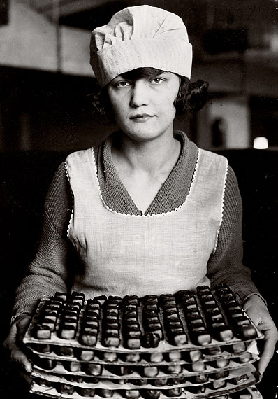 Lewis Hine, Candy Worker, New York, 1925, © George Eastman House