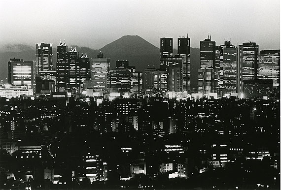 Yoshitaka Nakatani. Views of Tokyo with Mt. Fuji in the background, viewed from the Bunkyo Civic Center. Modern print. 1999