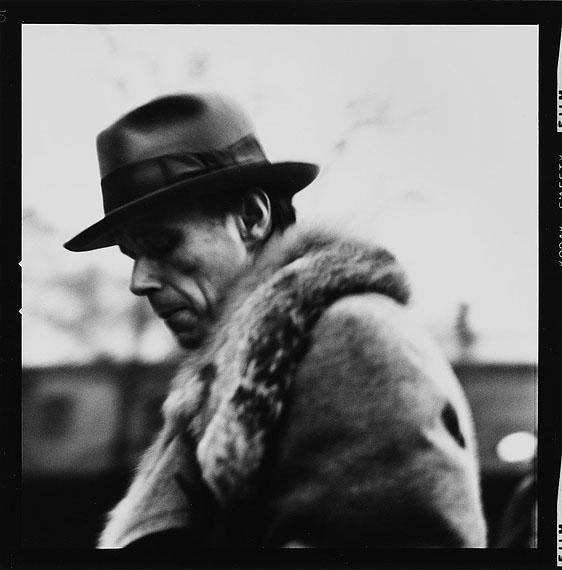 Lothar Wolleh: Joseph Beuys im Moderna Museet, Stockholm, Januar 1971© 2012 Oliver Wolleh