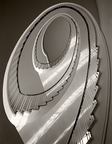Karl Hugo Schmölz, Treppenhaus von unten. Siemens 1956 © Archiv Wim Cox