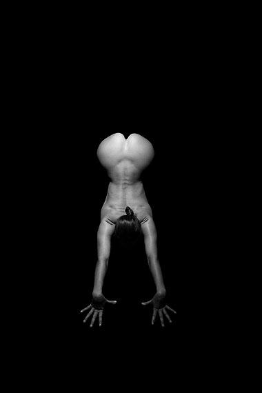 @ Thomas Dorn & Isabelle Derigo, from the series YOGA UND FOTOGRAFIE: THE YOKE