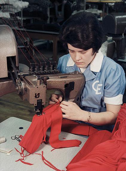 Ruth Hallensleben: Strumpffabrik Ewers, Medebach 1966 © Fotoarchiv Ruhr Museum