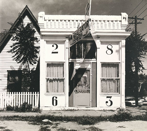 Walker Evans: Façade of House with Large Numbers, Denver, Colorado, August, 1967 © Walker Evans Archive, The Metropolitan Museum of Art