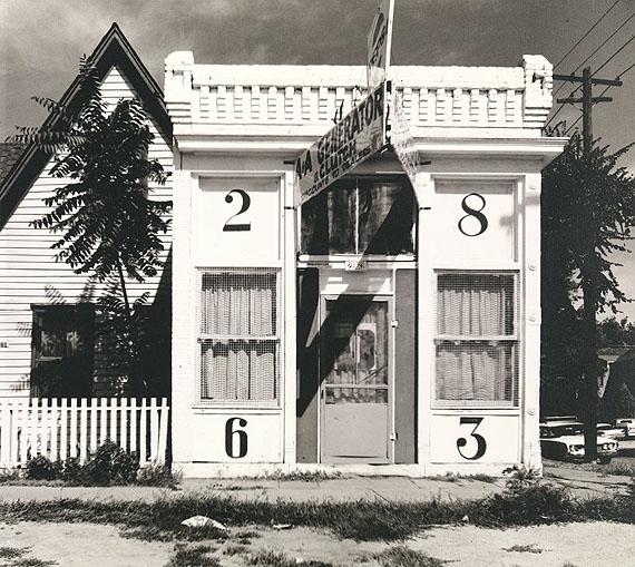 Walker Evans: Façade of House with Large Numbers, Denver, Colorado, August, 1967 © Walker Evans Archive, The Metropolitan Museum of Art