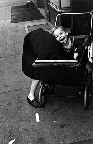 New York, c.1940 © Helen Levitt. Courtesy Laurence Miller Gallery, New York