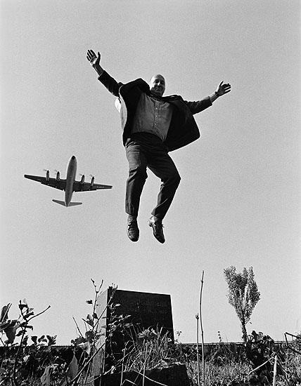 © Michael Ruetz, Der Galerist Rudolf Springer auf dem St.-Thomas-Friedhof in Neukölln, 27. September 1970