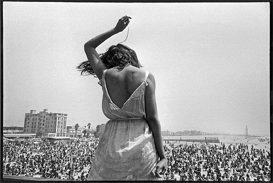 © Dennis Stock / Magnum Photos, USA. California. 1968. Venice Beach Rock Festival.