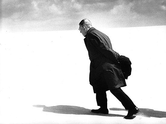Antanas Sutkus. Jean-Paul Sartre in Lithuania. Nida, 1965.Courtesy: White Space Gallery. © Antanas Sutkus.