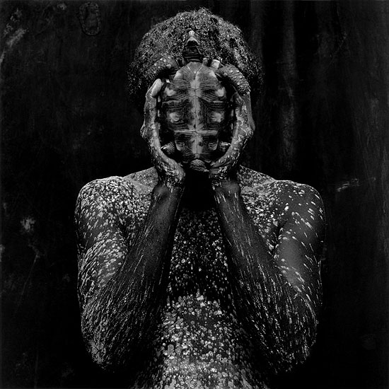 O Deus da cabeça, 1988, © Mario Cravo Neto. Courtesy Galerie Esther Woerdehoff