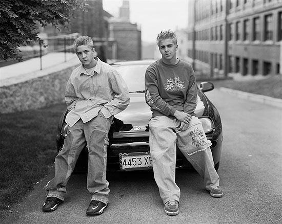 "Richard Renaldi ""Raymond and Jeffrey"", 2002 aus der Serie ""Fall River Boys"""