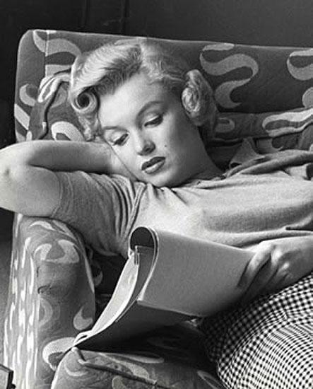 'Marilyn Reading'