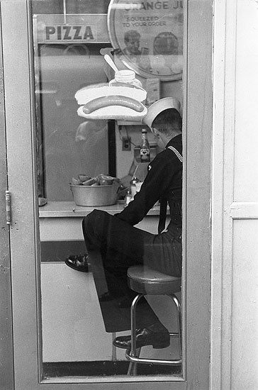 ©Louis Stettner, Sailor, Times Square, New York, 1951