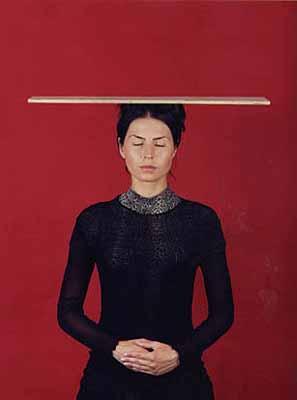 Katharina Mayer, Servir et Disparaitre, 2003, C-Print, Diasec, je 125 x 90 cm, Ed. 3