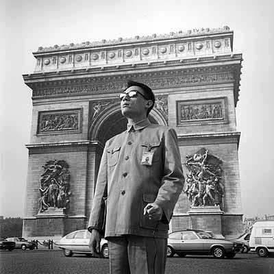 Tseng Kwong Chi, L'Arc de Triumph, Paris