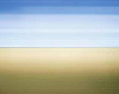 Michael Wesely, Windmühlen bei Beerfelde, 2004, C-Print hinter Plexiglas im Stahlrahmen, 110 x 140 cm, Unikat. Galerie Clemens Fahnemann, Berlin