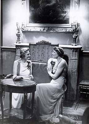 Erich Salomon: Mrs. Clementine Churchill and Lady Broughton in the AustrianEmbassy in London, 1937Gelatine-silver print, 20,3 x 14,4 cm, Vintage Print© bpk / Erich Salomon