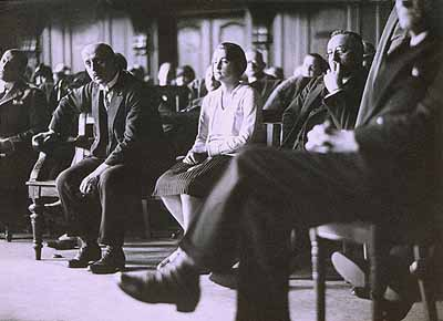 Erich Salomon: Krantz trial: Hilde Scheller in the witness box of the District Courtroom,Berlin, February 1928Gelatine-silver print, 13 x 17,8 cm, Vintage Print© bpk / Erich Salomon