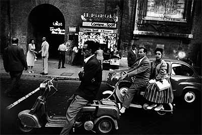 William Klein - Título: Feu Rouge, Via Fleminia, Roma / Feu Rouge, Via Fleminia, Rome - Exposición: William Klein, 2005