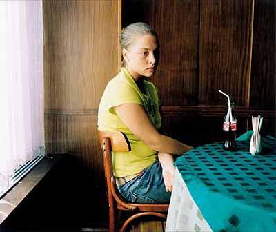 © Shirana Shahbazi[Ania-01-2005] aus: MIR2005/2006120 x 150 cm C-Print auf Aluminium Courtesy Galerie Bob van Orsouw, Zürich