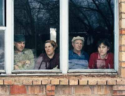 © Andreas Gefeller, Familie in der Nähe von Tschernobyl, 1996