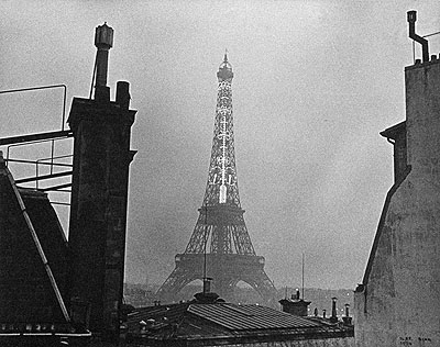 Ilse Bing Eiffel Tower. Paris 1934  Vintage gelatin silver print on Agfa-Brovira paper, matt. 8.8 x 11.1 in.  Lot 34 / Estimate 10.000,- EUR