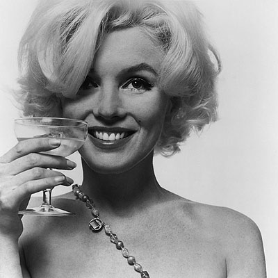 Bert Stern Marilyn Monroe. The last sitting. 1962  Portfolio with 10 C-prints on Kodak paper.  19.1 x 18.5 in., sheet each 23.9 x 19.9 in.  Lot 217 / Estimate 22.000,- EUR