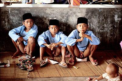 Robert Lebeck Nach der Beschneidung, Lombok 1978