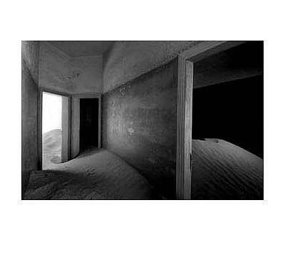 Versandung 9, 2004 Piezo-Pigment-Prints/ Diasec9,1 x 13,8 cm