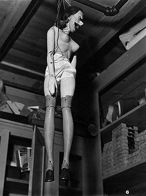 Margaret Bourke-White Paramount Studios' Puppet of Martha Ray in Prop Department. 1937 Vintage gelatin silver print. 13 1/8 x 9 7/8 in. Lot 1217. Estimate € 6.000 – 8.000