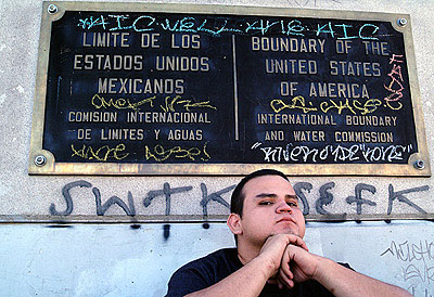 Chuy Benitez, The Line, from the series Pasatiempos de la Frontera, 2003