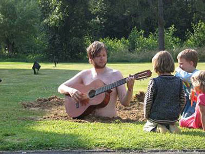 Ragnar Kjartansson. Satan is real. Performance. Courtesy: White Space Gallery and the artist