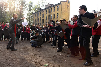 Oliver Kochta-Kalleinen & Tellervo KalleinenComplaints Choir of St. Petersburg, 2006Photo: Yuriy Rumiantsev