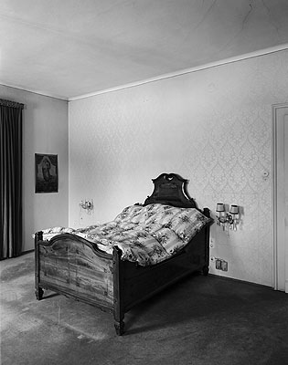Johanna Diehl . Aus der Serie 'Gefrorene Räume', 2006, Bromsilbergelatine, 115 x 90 cm