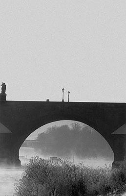 Jan Jindra, Prag, Karlsbrücke, 2006 Karlsbrücke mit Blick zur Schützeninsel, Zeuge mancher Spaziergänge Kafkas