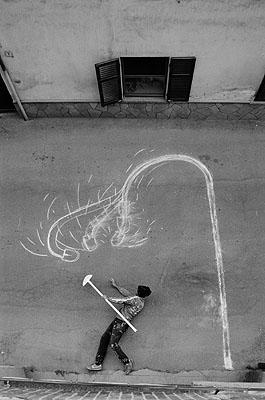 Robin Rhode Untitled / Street Light 2005 C-print 45 x 30 cm Collection: Tucci Russo Studio Per I'Arte Contemporanea, Turin