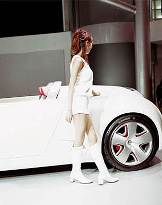 Jacqueline Hassink. Toyota Girl. Tokyo. 2001-2007. Courtesy of the artist.
