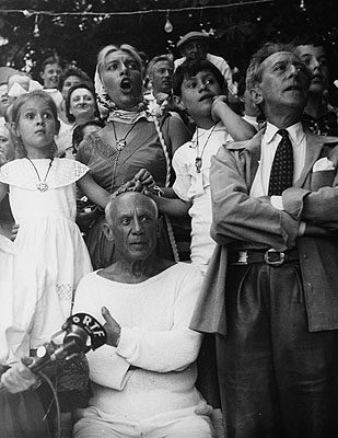 Pablo Picasso with family and Jean Cocteau. Vallauris 1955 © www.edwardquinn.com