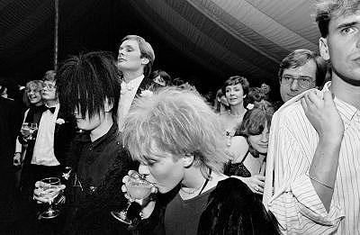 Jürgen Schadeberg, Partygoers at Cambridge May Ball 1983, courtesy Seippel Gallery Cologne - Johannesburg