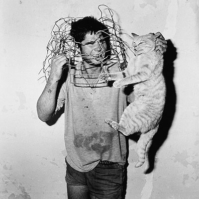 Roger Ballen. Cat catcher, 1998 © Roger Ballen. Courtesy Galerie Johnen & Schöttle, Köln.
