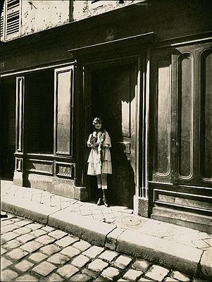 Prostitute, Versailles, 1921 © Fotomuseum im Münchner Stadtmuseum