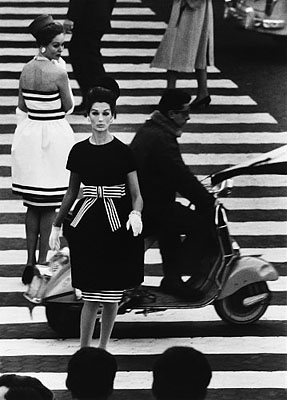 William Klein, Nina + Simone, Piazza di Spagna, Rome (Vogue)1960, 40 x 30 inches (Courtesy Howard Greenberg Gallery, New York)