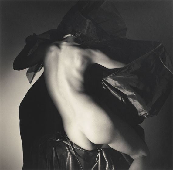 Horst P. HorstAmerican Nude I, New York, 1982 Gelatin silver print 14.75 х 13.75 in. Est. US$10,000–15,000