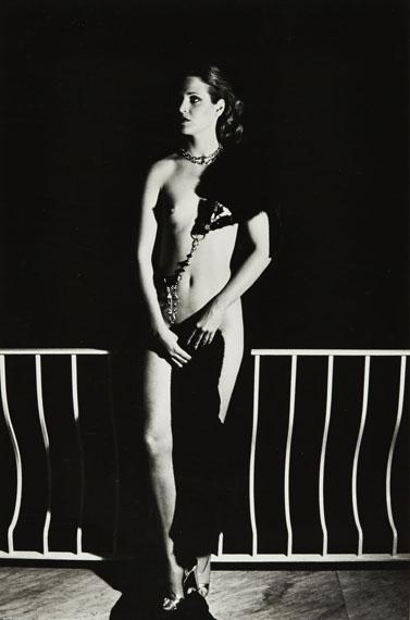 Helmut NEWTONCAPRI AT NIGHT, 1977VINTAGE GELATIN SILVER PRINT36,50 x 23,90 cm (14,24 x 9,32 in.)Estimate: 20 000-30 000€