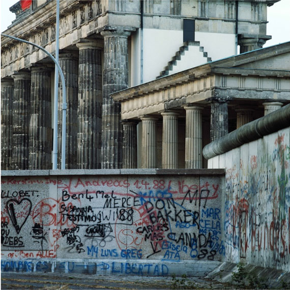 Manfred Hamm: Brandenburger Tor, 1988, Farbfoto, Unikat, 120 x 120 cm, Courtesy Galerie Georg Nothelfer