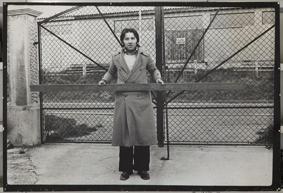 Peter Weibel: Diese Last ist schwerer als ich halten kann, 1975 © Peter Weibel