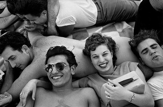 Harold Feinstein: Coney Island Teenagers, 1949