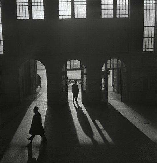 Roman VishniacHall de gare, Anhalter Bahnhof, près de Potsdamer PlatzBerlin, 1929 – début des années 1930© Mara Vishniac Kohn, courtesy International Center of Photography